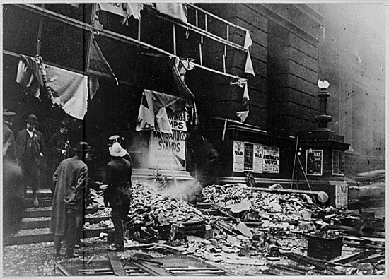 Aftermath of bombing at the Chicago Federal Courthouse, 1918 (Courtesy of the National Archives via Flickr Commons)