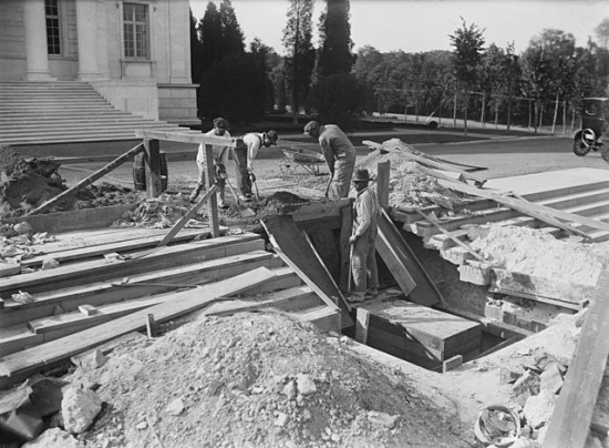Workers constructing the Tomb of the Unknown at Arlington House.