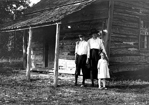 Mrs E. B. (Blanche) Thompson with unidentified children at Mount Vernon (Courtesy of the National Park Service Historic Photograph Collection)