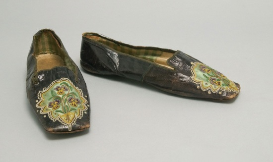 "Woman's shoes circa 1845 from the blog ""In the Swan's Shadow"""