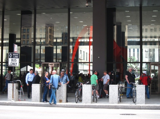 Press outside Dirksen Federal Courthouse waiting for Dennis Hastert to show, © 2015 Susan Barsy.
